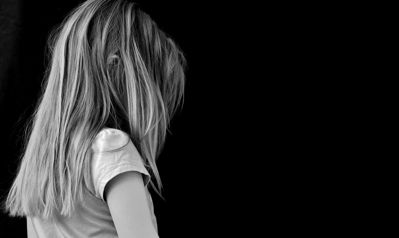 black and white image of a girl on her own meant to display the loneliness experienced by those with eating disorders during the coronavirus pandemic